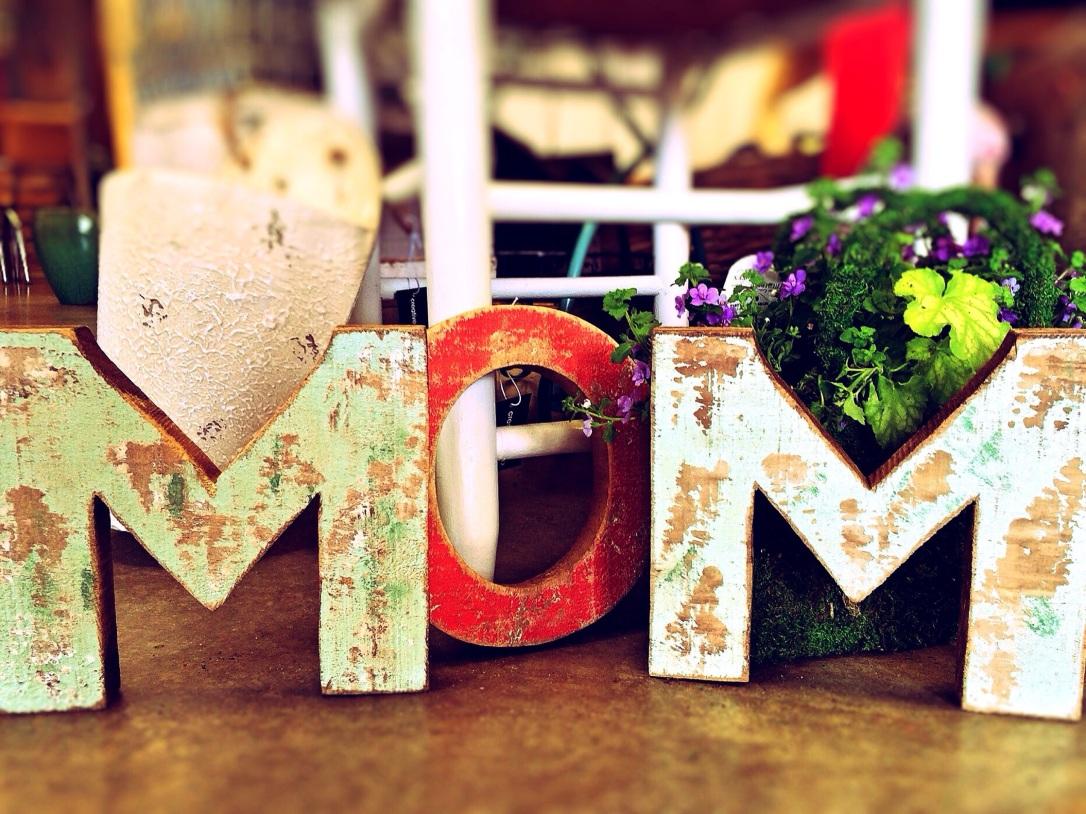 mom-759216