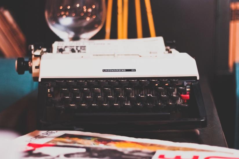 typewriter-1031317